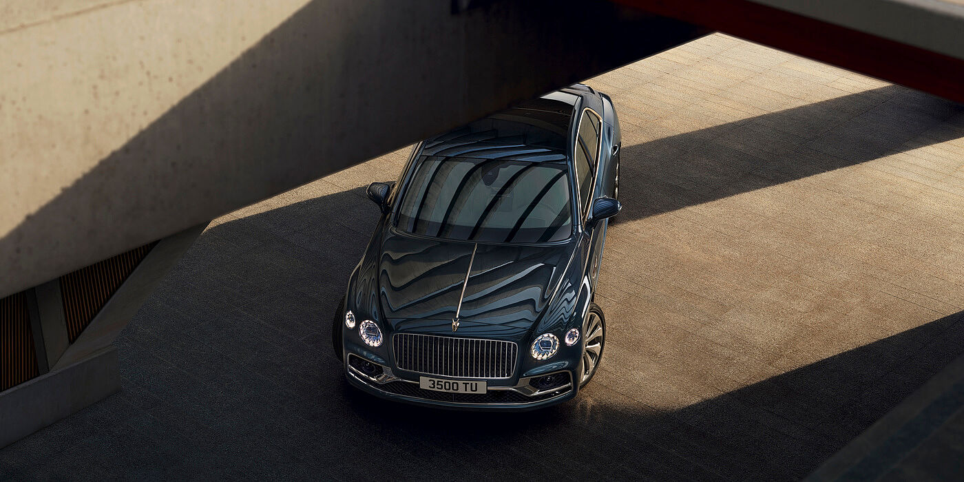 BENTLEY-NW-FLYING-SPUR-PROFILE-WITH-METEOR-PAINT-STATIC-OVERHEAD-SHOT